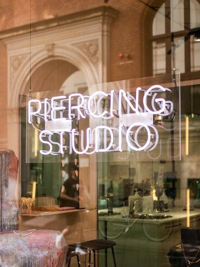 'Intet slår rushet fra at få en ny piercing; det er vanedannende - og et øjeblik, der mig fylder med en følelse af stolthed.'  Maria Black, Grundlægger & Head of Design